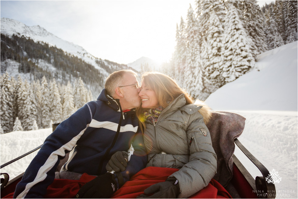 kissing on a sleigh ride at st. anton am arlberg - Blog of Nina Hintringer Photography - Wedding Photography, Wedding Reportage and Destination Weddings