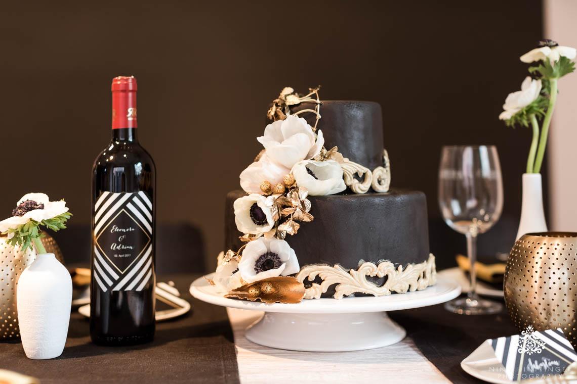 Trendy Black, White and Gold Wedding Stationery, Wedding Cake and Table Decor - Blog of Nina Hintringer Photography - Wedding Photography, Wedding Reportage and Destination Weddings