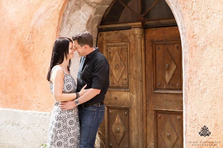 Engagement Shoot in the Old Town of Hall in Tyrol | Melanie & Michael - Blog of Nina Hintringer Photography - Wedding Photography, Wedding Reportage and Destination Weddings